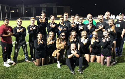 Some of the senior class poses for a picture after becoming powder puff champions. The group includes Nick Brooks, Shane Smith, Braeden Durbin, Trevor Wingard, Jacob Jones, Amber Coon, Larou De Jong, Moriah Renfro, Savannah Mendenhall, Tyler Schilz, Tommy Ozier, Korey Damery, Jake Rhodes, Steven Stoots, Zach Bowman, Aaron Scheumaker, Keely Kir通过, Alex Martin, Jesse Damery, Peyton Latham, Taylor Pagel, Zoie Bowman, Claire Palmer and Hannah Reichert.